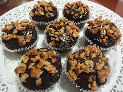 NUTTY CHOCOLATE CUPCAKES