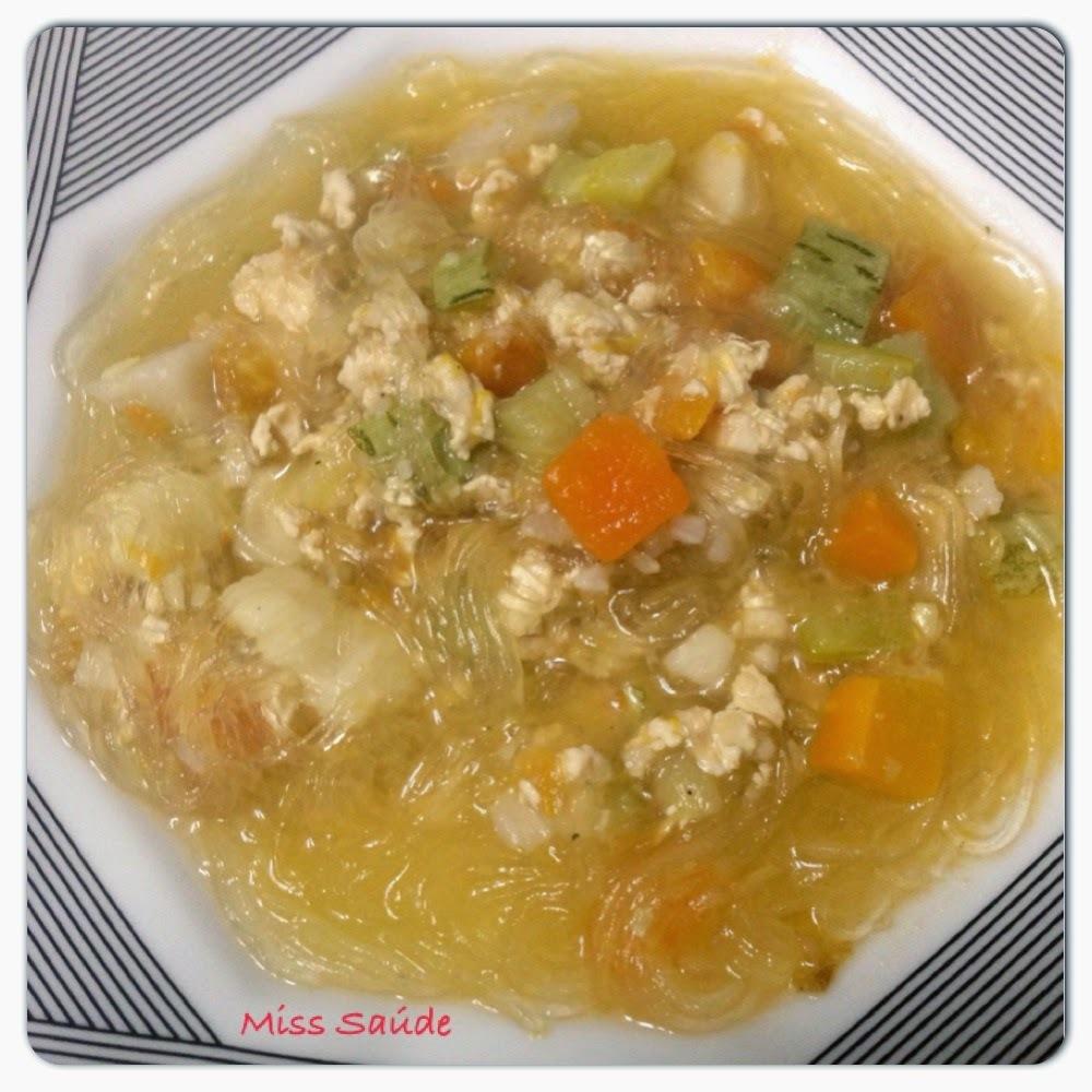 Sopa de Harussame com legumes e frango