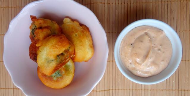 Buñuelos de Brócoli con Salsa Brava