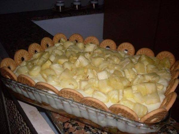 Torta de biscoitos com abacaxi
