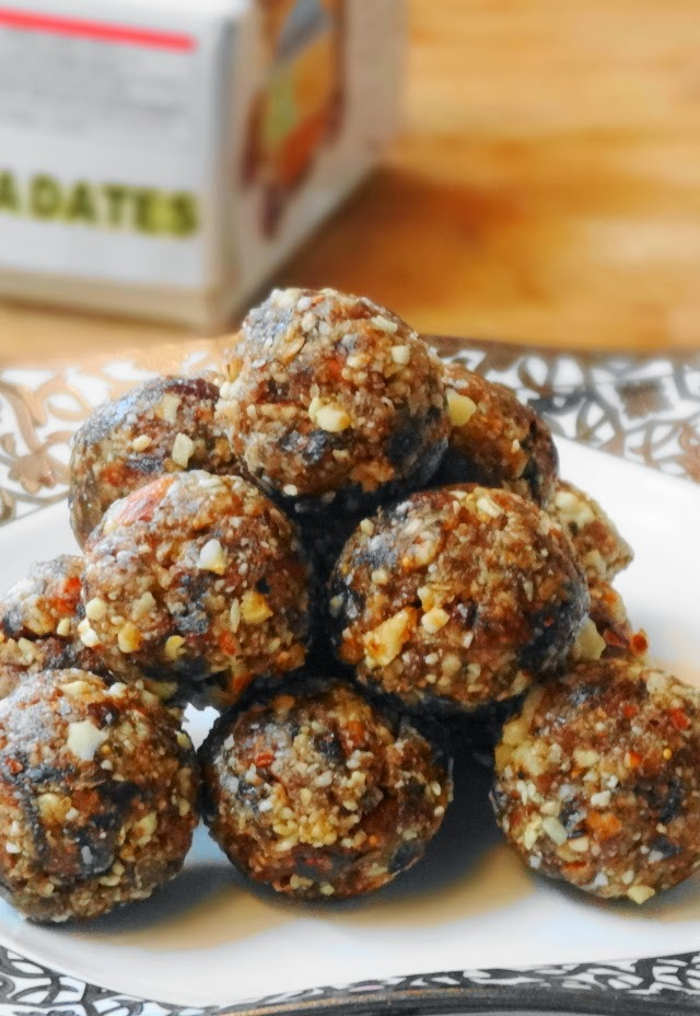 Dates and Figs Ladoo