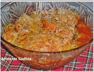 Files especiais de frango com queijo Parmessão Tirolez e caldo de galinha sazon
