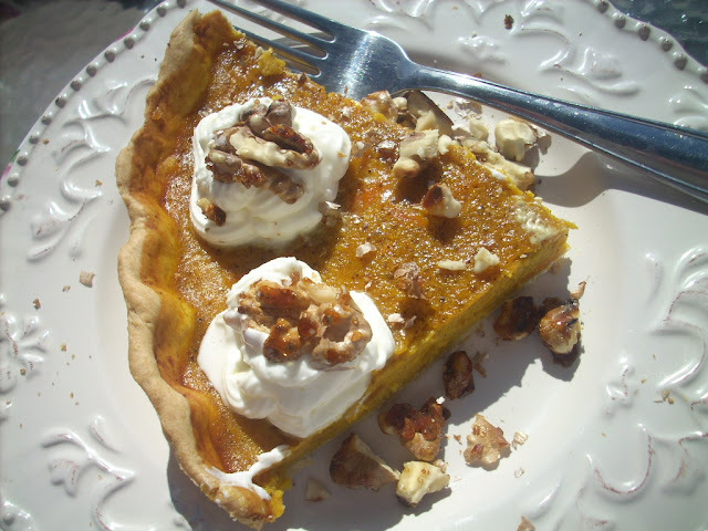 Pumpkin pie with caramelized waltnuts