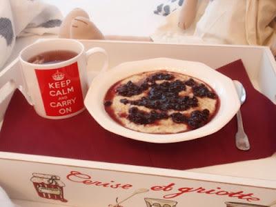 Romantické raňajky v posteli s Johanou: ovsená kaša s ríbezľovou omáčkou so škoricou a klinčekom