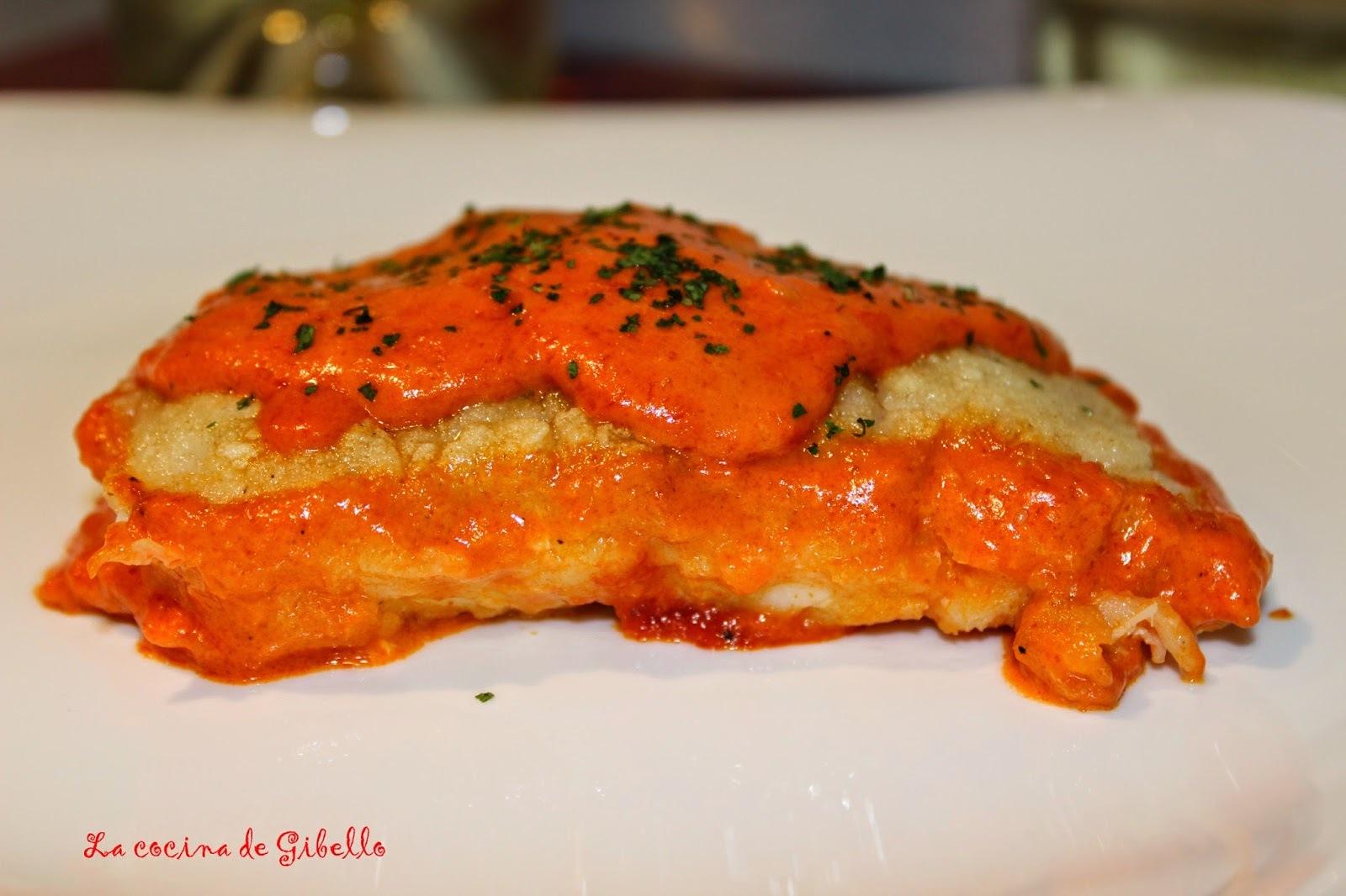 Lomo de bacalao en salsa de piquillo maridada con Blume verdejo
