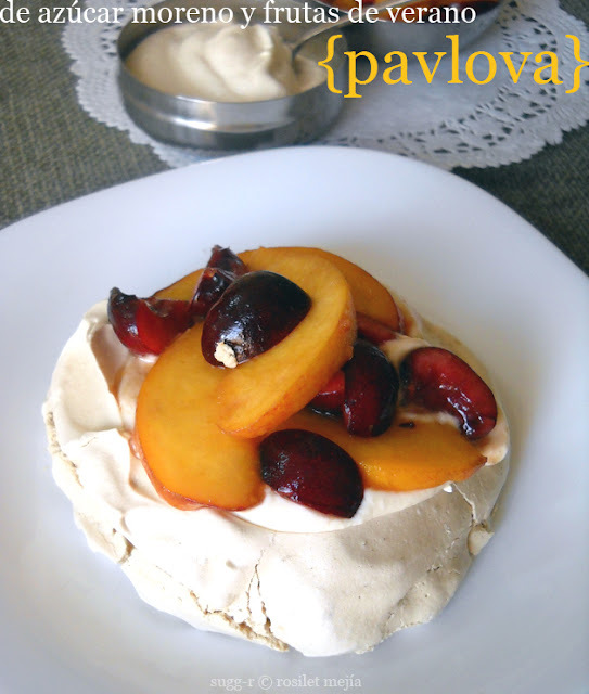 [whole kitchen] mini-pavlovas con azúcar moreno y frutas de verano