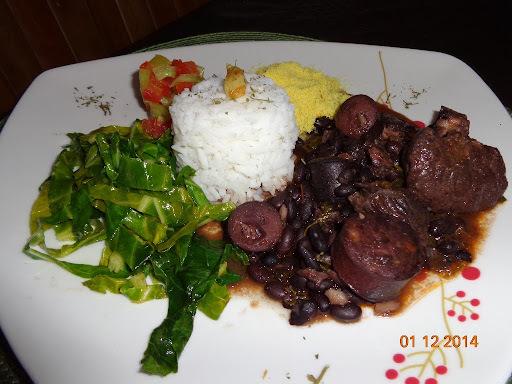 como fazer carne cozida com calabresa e carne sertão