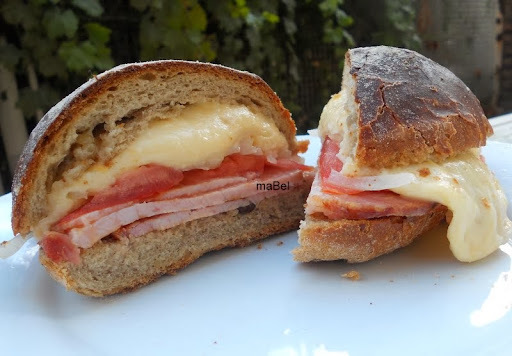 Bauru Ponto Chic Sandwich con queso fundente