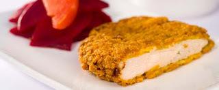 file de frango a milanesa com creme de cebola