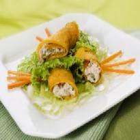 salada verde com mini panqueca de cenoura