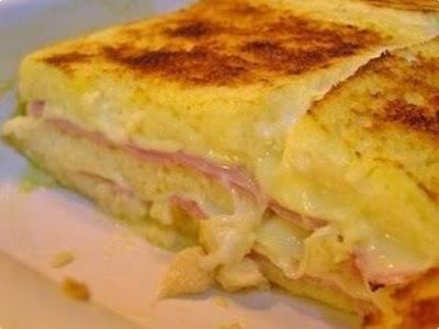 torta de pão de forma quente com presunto e queijo
