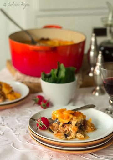 Moussaka o Musaka griega de cordero, champiñones y patata. Receta paso a paso