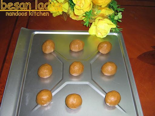 Besan ladoo / Kadalamavu ladoo / Gram flour balls