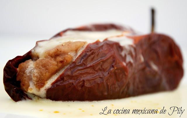 Chile ancho relleno de frijol