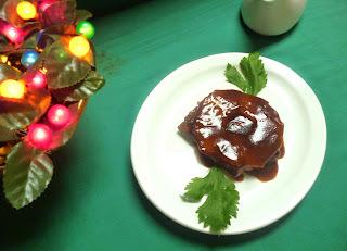 Chuletas con piña en salsa oscura