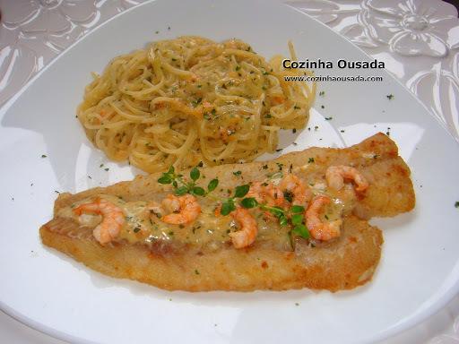 Filé de Pescada coberta de Camarões e Spaghetti