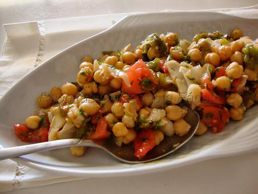 Salada de Grão de Bico com Bacalhau, Tomate e Pimento Assado