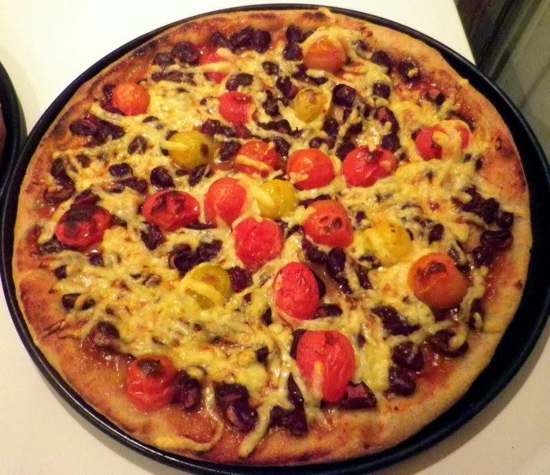 Rozsos pizza vegetáriánus és húsos feltéttel
