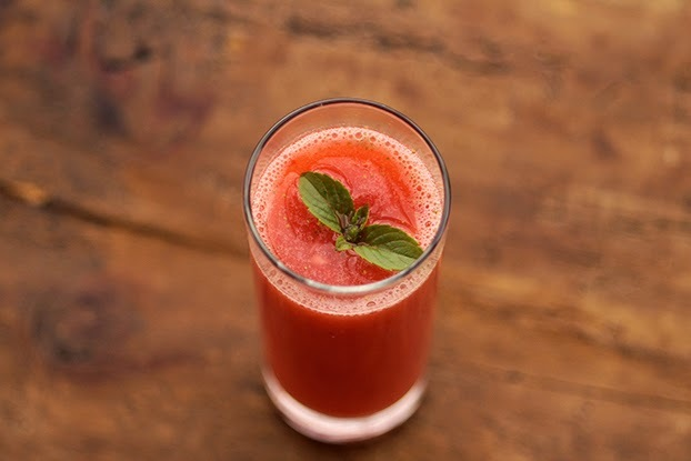 gelado de morango com suco de tang de morango