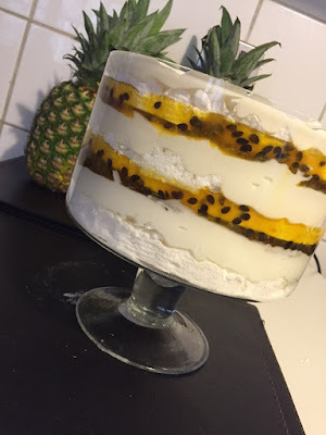 Trifle de maracuya, merengue y queso crema