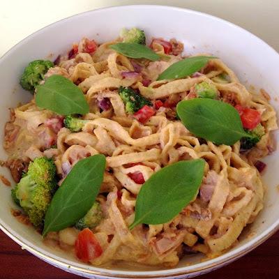 Majonézes zöldséges tonhalas tésztasaláta (paleo)
