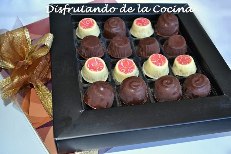 BOMBONES DE CHOCOLATE BLANCO Y CEREALES