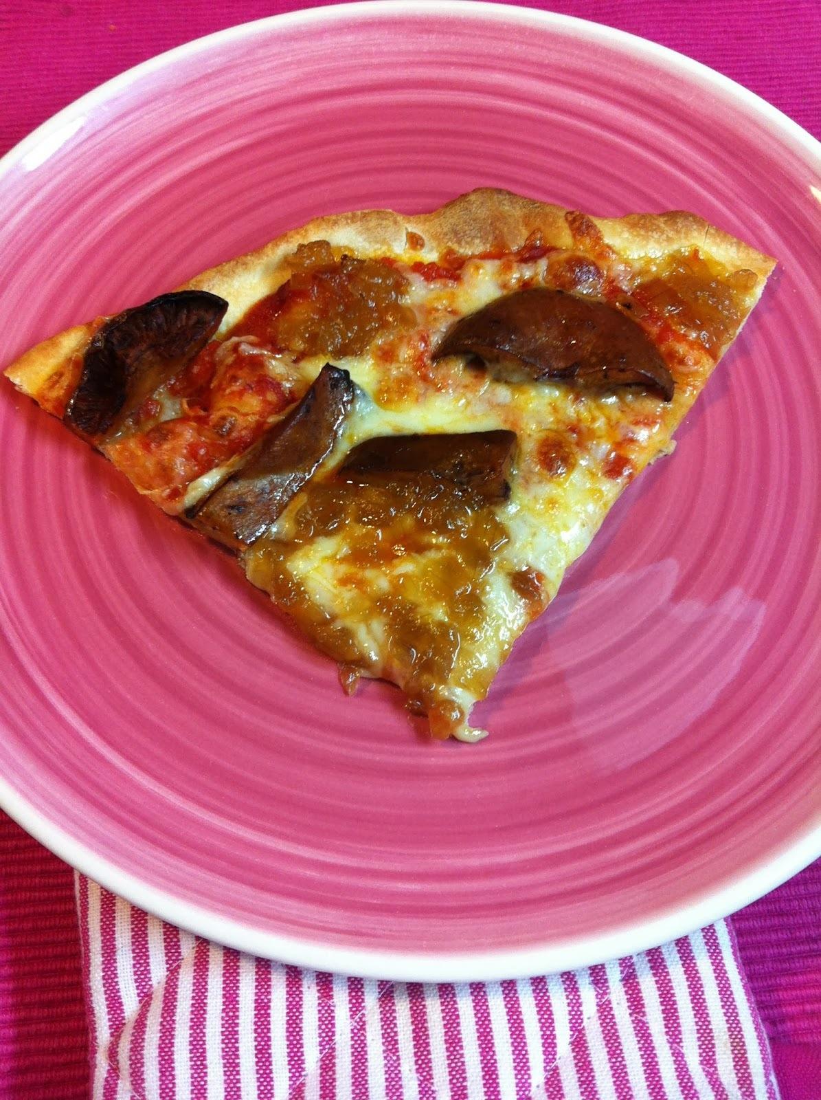Pizza Con Níscalos Y Cebolla Caramelizada
