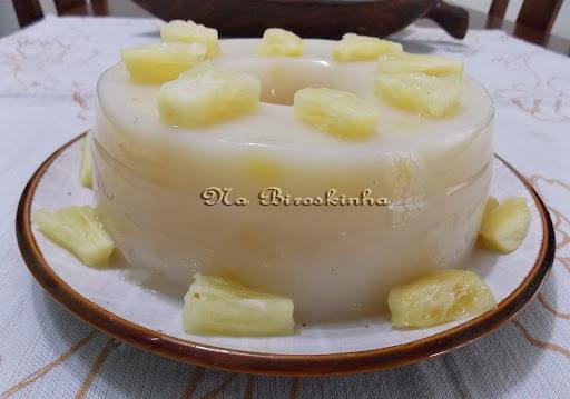 de manjar de maizena com abacaxi