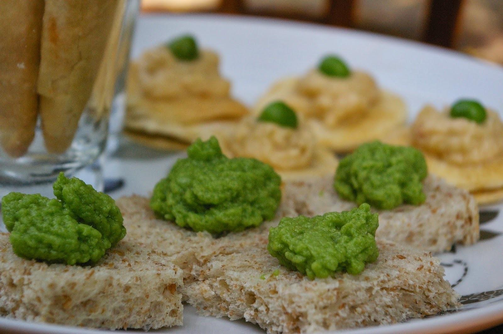 Canapés: Mousse de rúcula no pão integral