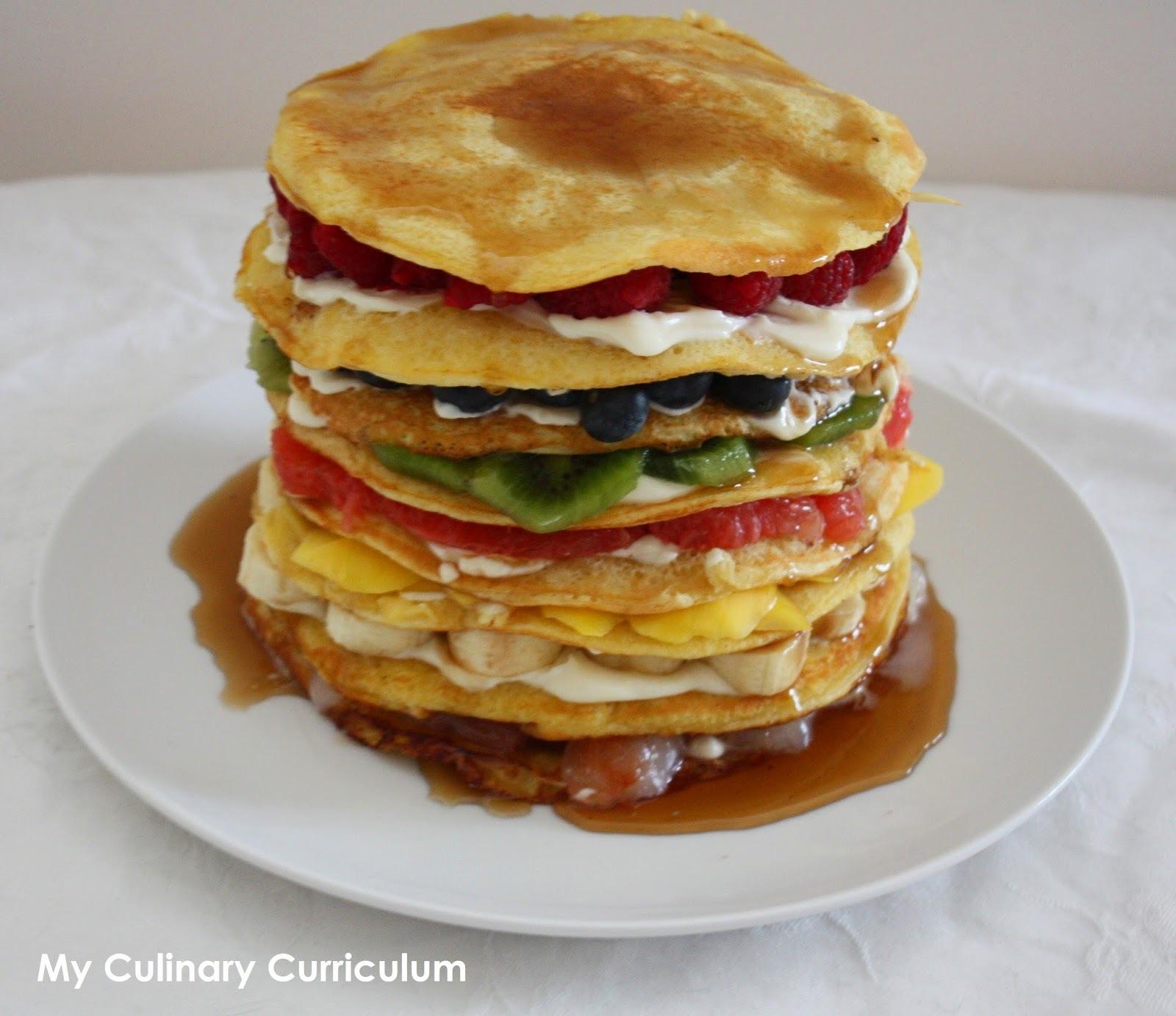 Gâteau de pancakes arc en ciel aux fruits (Fruits rainbow pancakes cake)