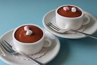Chocolate quente cremoso com creme de leite