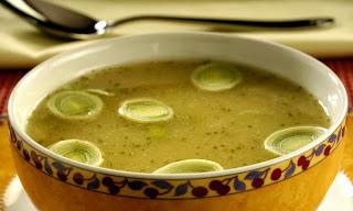 Sopa de batata yacon com alho-poró