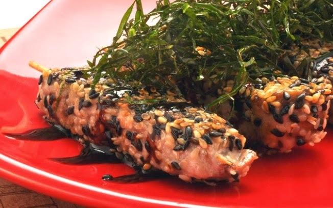 Espetinho de Atum e Crosta de Gergelim