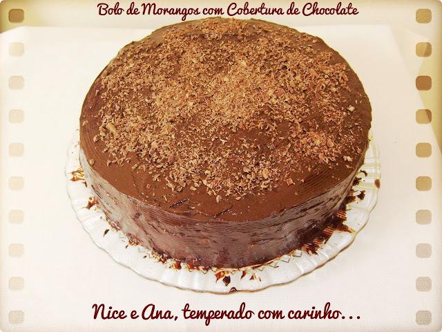 Bolo de Morangos com Cobertura de Chocolate