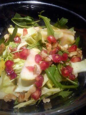 Kålsalat med appelsinæbler og granatæblekerner