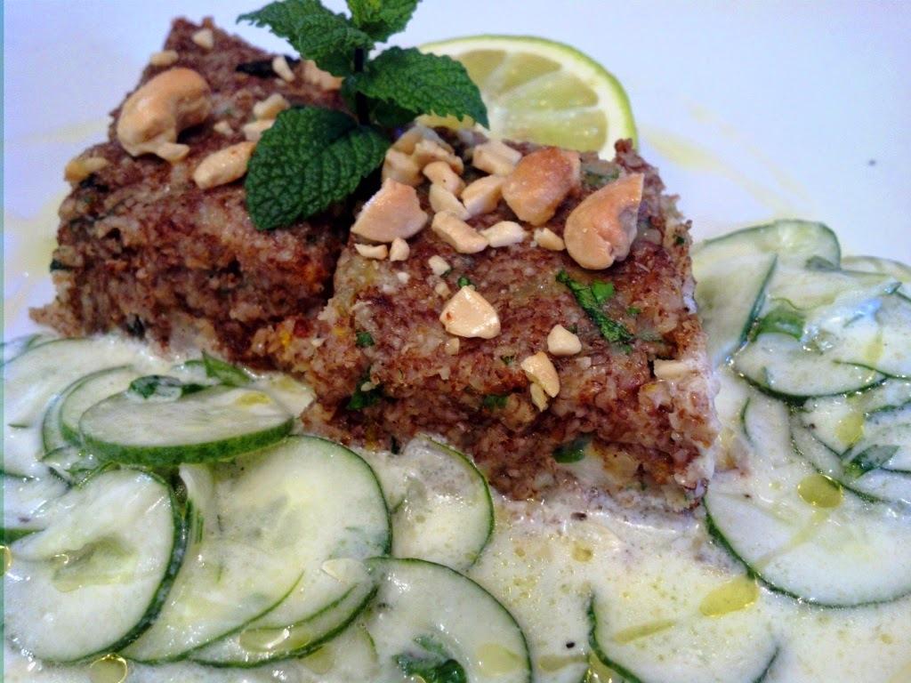 kibe de peixe com salada de pepino e iogurte