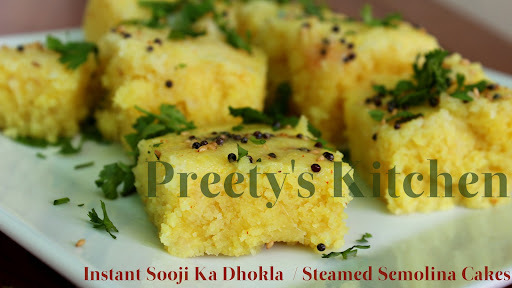 Instant Sooji Ka Dhokla  / Steamed Semolina Cakes