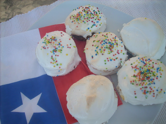 Chilenitos (dulce de leche chilean treats) and Happy Independence day!
