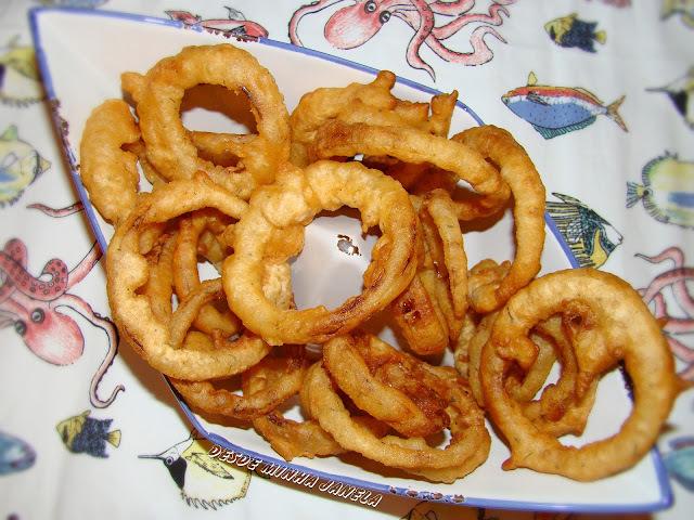Anéis de cebolas empanados