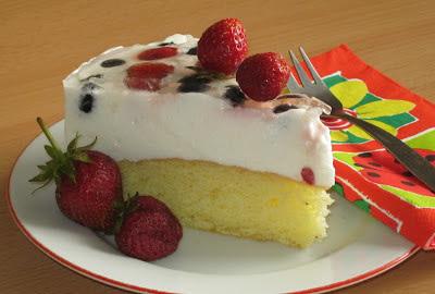 Svieža torta s ovocím
