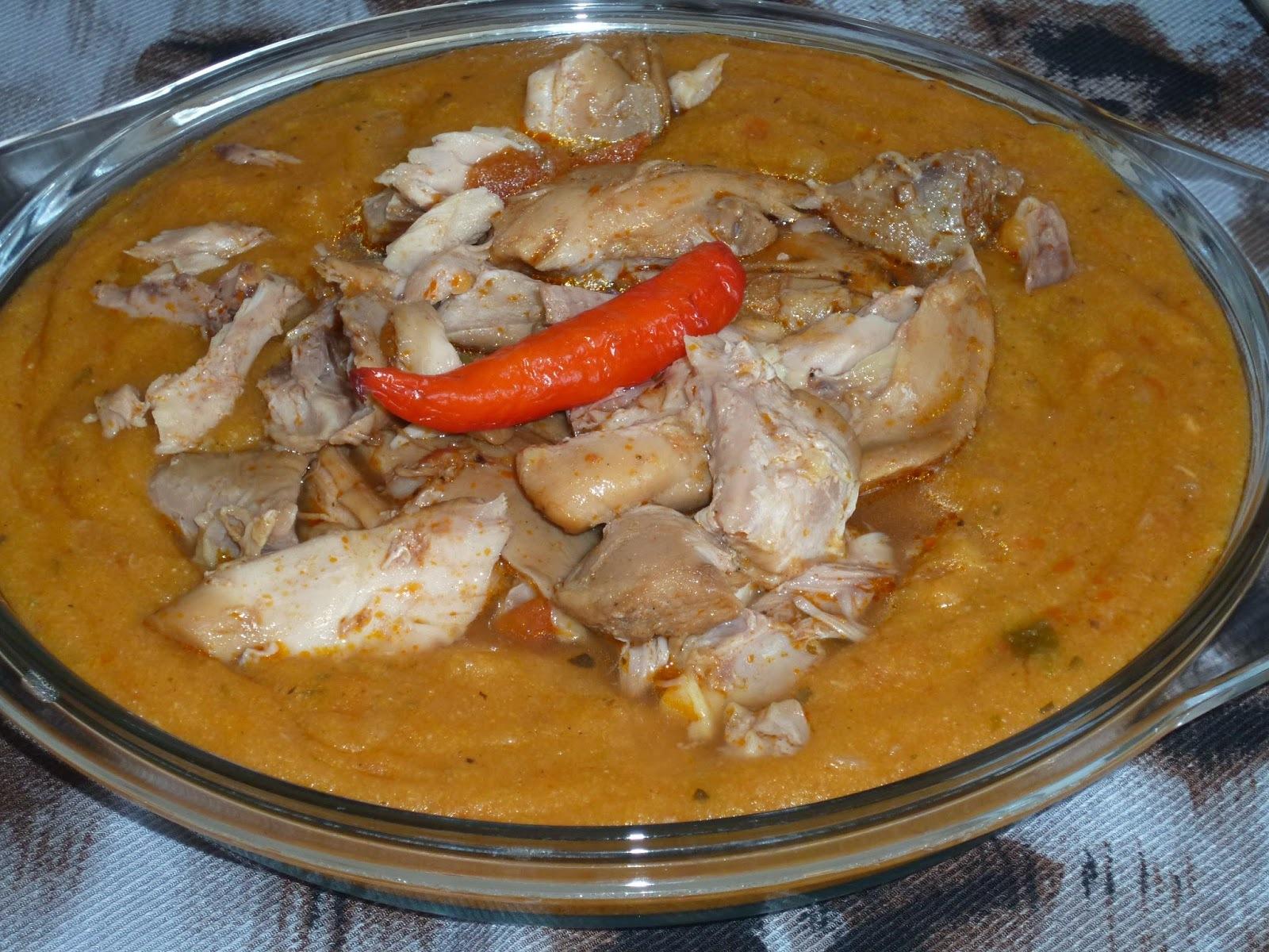 MALAMBA (frango com angu) e  JILÓ  FRITO