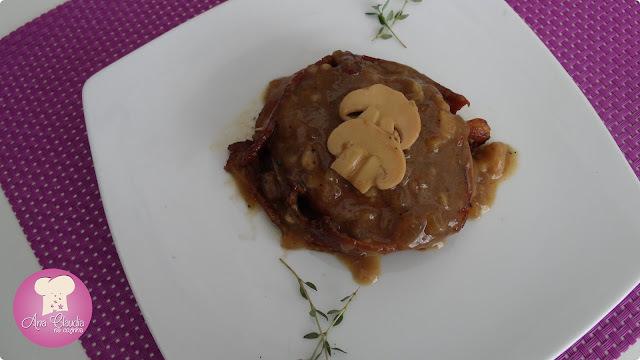 Medalhão Suíno com Bacon ao Molho de Cogumelos