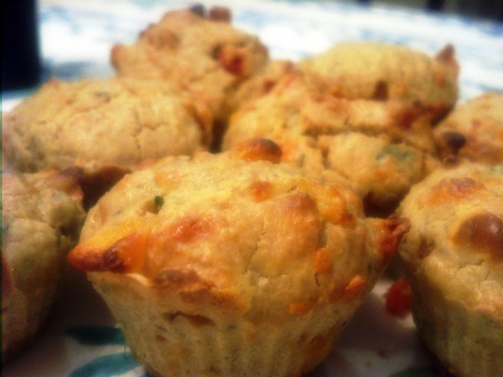 Muffin salgado sabor marguerita (Manjericão, queijo e tomate)