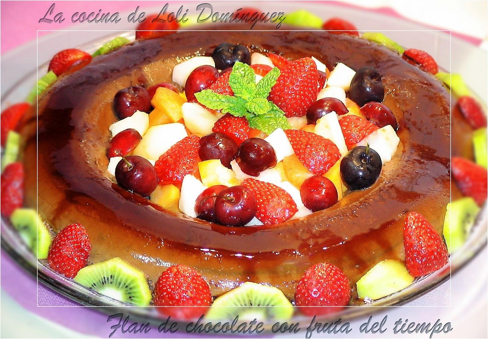 Flan de chocolate con fruta del tiempo