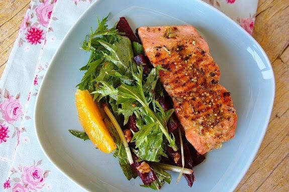 Salmão grelhado com salada de laranja