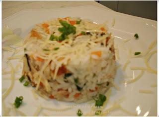 arroz temperado com frango desfiado