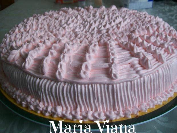 Bolo de brigadeiro com coco: Maria Viana