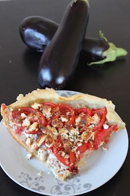 Tarte thon et tomate sur lit d'aubergine à la moutarde