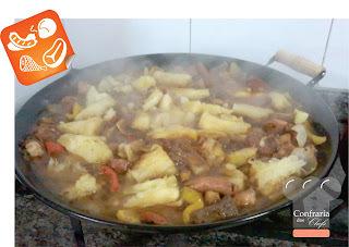 farofa de pinhão com bacon e calabresa