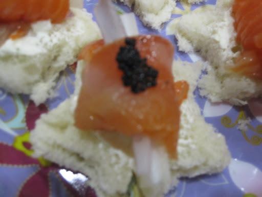 canapés com ovas de peixe